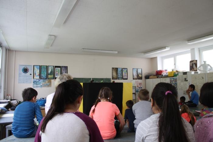 Kinder bei der Generalprobe
